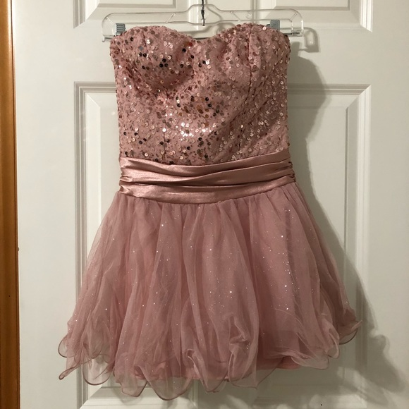 Dresses & Skirts - Sparkly pink dress